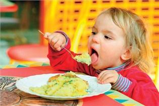کودکان تا دو سالگی چه صبحانهای بخورند؟
