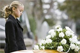 3 نکته تکمیلی درباره مواجهه کودکان با مرگ/ پنهان کردن مرگ عزیزان از کودک
