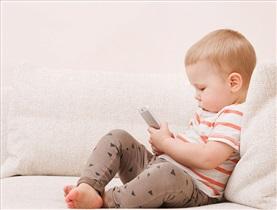 همه ضررهای موبایلی برای بچهها